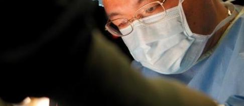 小蔡因为右腿膝盖疼痛在福建当地医院接受检查被怀疑罹患骨肿瘤