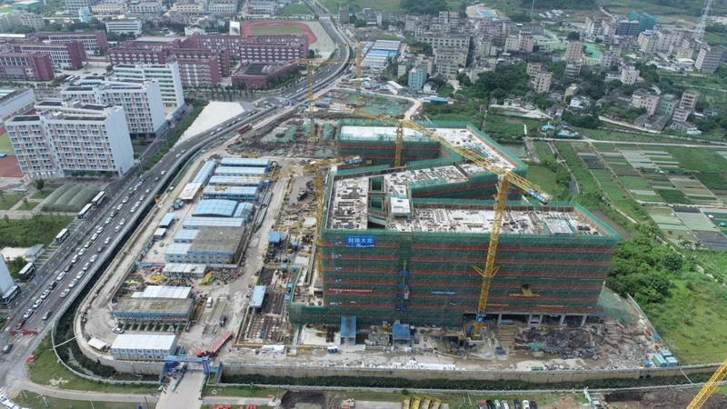 深圳技术大学建设项目健康与环境工程学院楼封顶