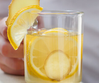 生姜中含有挥发油姜辣素等成分可以促进人体血液循环