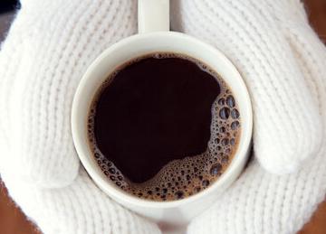 通过对数据的研究发现每天喝两三杯咖啡肝癌的发病率将会降低百分之38