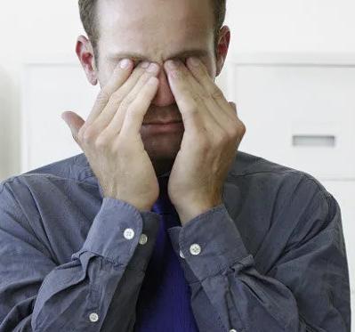 如果发现眼睛总是有特殊表现和某些类型的肝脏疾病有密切联系