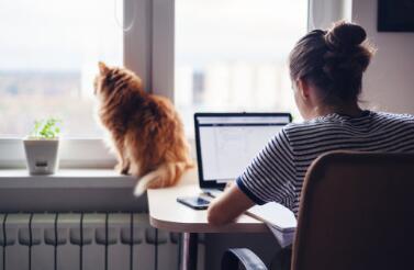 一项新的研究表明宠物与保持更好的心理健康和减少锁定期间的孤独感有关