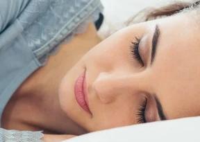 如果你发现很难立即入睡尝试在睡前一小时进行一些放松的活动
