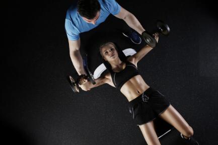 交叉训练机和健身凳的优点是什么