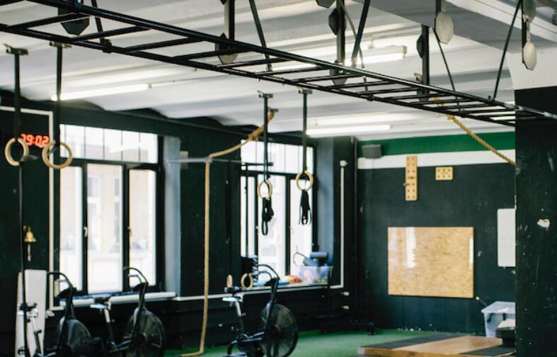 健身工作室的所有者比其他任何人都汗青钱和美分