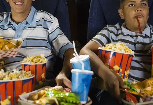 平时在吃饭的过程中讲究细嚼慢咽通过合理的饮食方法来促进身体健康