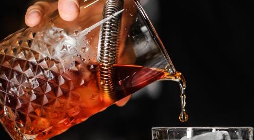 一些研究发现适量饮酒的人患心脏病的几率较低