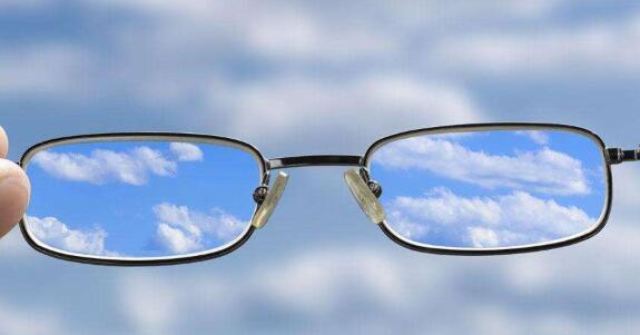 研究发现观察深红光可改善视力下降