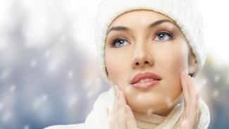 冬天寒冷的天气不光让皮肤干燥裂口还会让人老得快