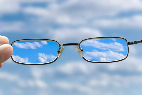 近视与长时间近距离用眼关系密切