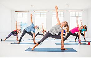 冬季气温寒冷练习瑜伽对女性有很好的作用