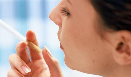 恒达登录注册吸烟会加速皮肤老化增加患高血压和癌症的风险