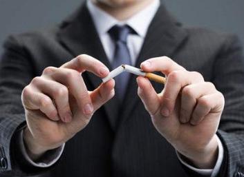 抽烟是一种很不利于健康的行为