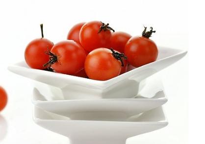 在日常生活中小番茄不仅能作为蔬菜食用还可以作为水果食用