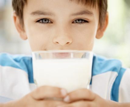 对于男生来说经常喝牛奶也有益于身体健康