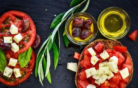地中海饮食的好处会传递给遵循地中海饮食的患者家属