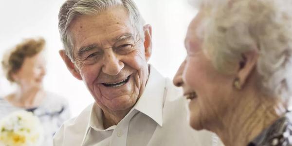 研究人员修订了老年人行动不便的指标