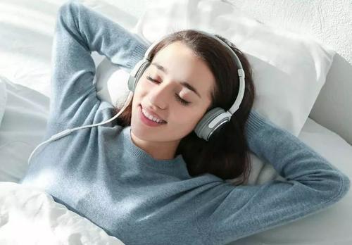 睡前听平静的音乐真的可以帮助您入睡吗