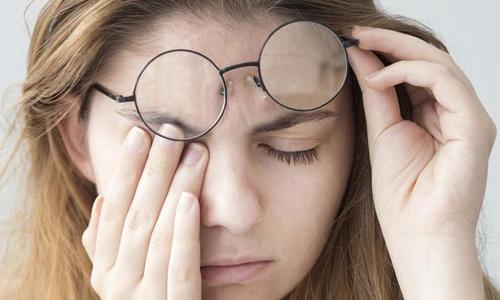 一项新研究探讨了视力下降与轻度认知障碍之间的相关性