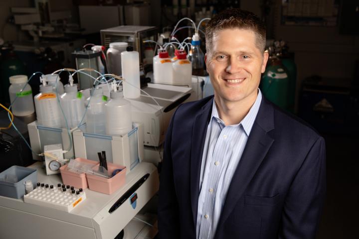 俄亥俄州立大学的一项新研究检查了五个品牌的开菲尔的细菌含