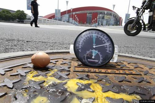炙热的西南夏季可能会在几秒钟内导致路面灼伤