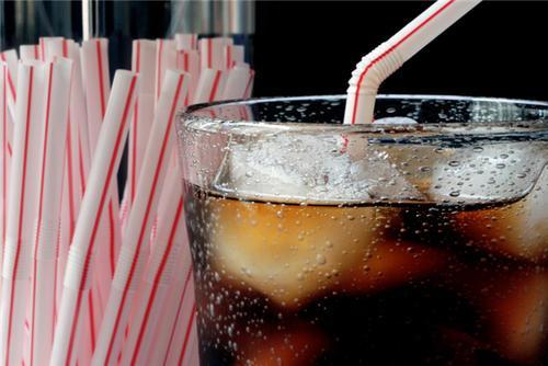 每天喝碳酸饮料会使患乳腺癌的风险增加22%