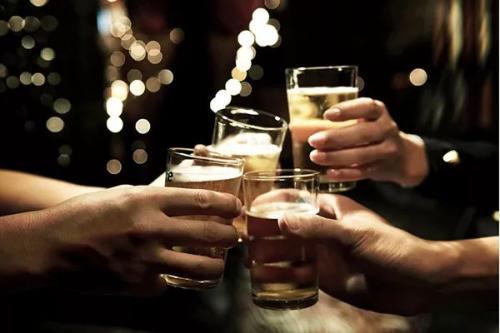 许多妇女不知道酒精和乳腺癌之间的联系