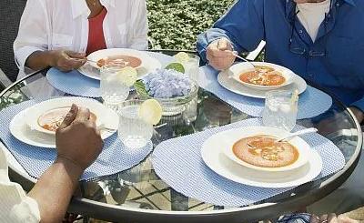 糖尿病患者由于血糖的升高食物的消化速度快可能会经常饥饿