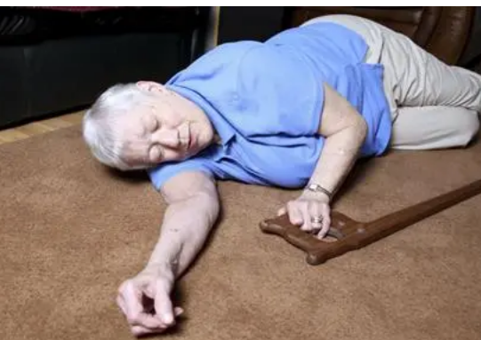 越来越多的老年人因跌倒遭受脑外伤
