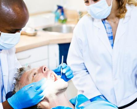 研究人员发现口腔细菌是牙周炎的主要原因