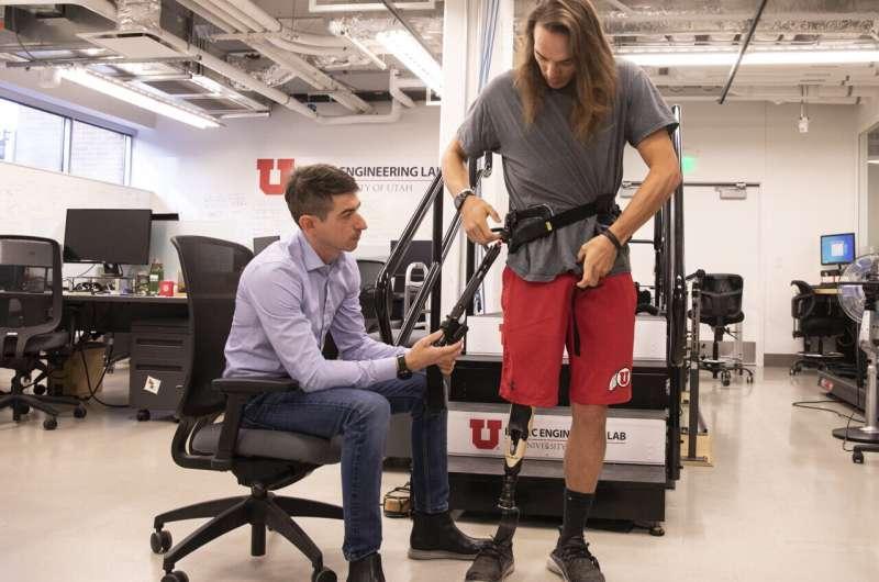 工程师开发动力外骨骼 帮助截肢者更轻松地行走