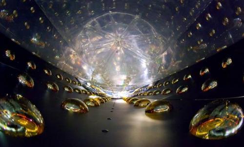 地下中微子实验为深度探索关于物质设定了舞台