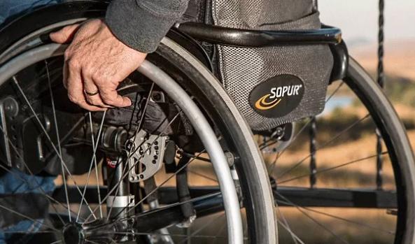 脊髓损伤轮椅使用者的肩部疼痛缓解