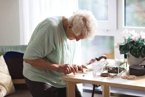 五种生活方式计划以预防老年痴呆症并帮助您减肥