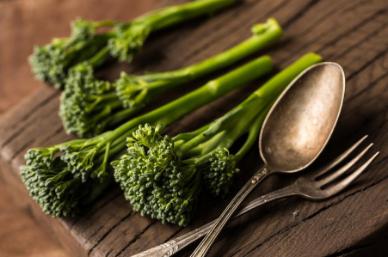 吃西兰花有助于大脑和神经修复